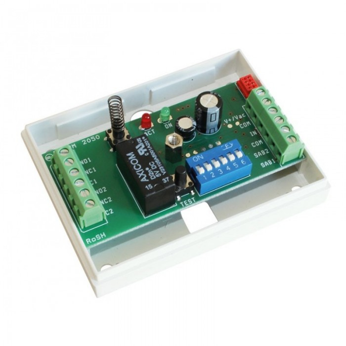 28050.03 Tidsrelé med to funksjoner. 7-30VDC eller 8-20VAC driftspenning.